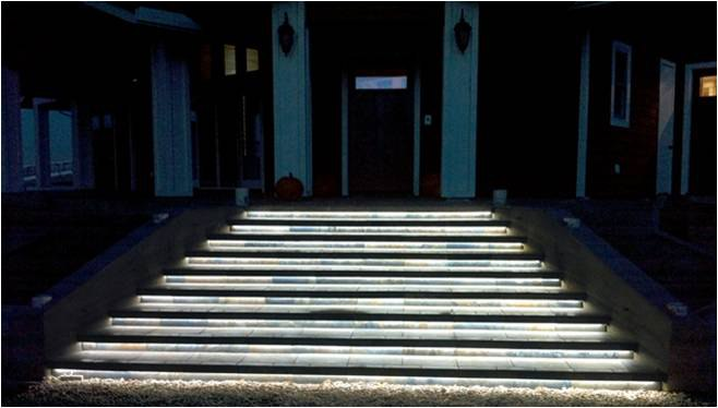 outdoor-led-lighting-rope-stairs
