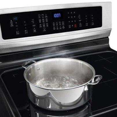 electrolux powerful induction freestanding range EI30IF40LS boiling water
