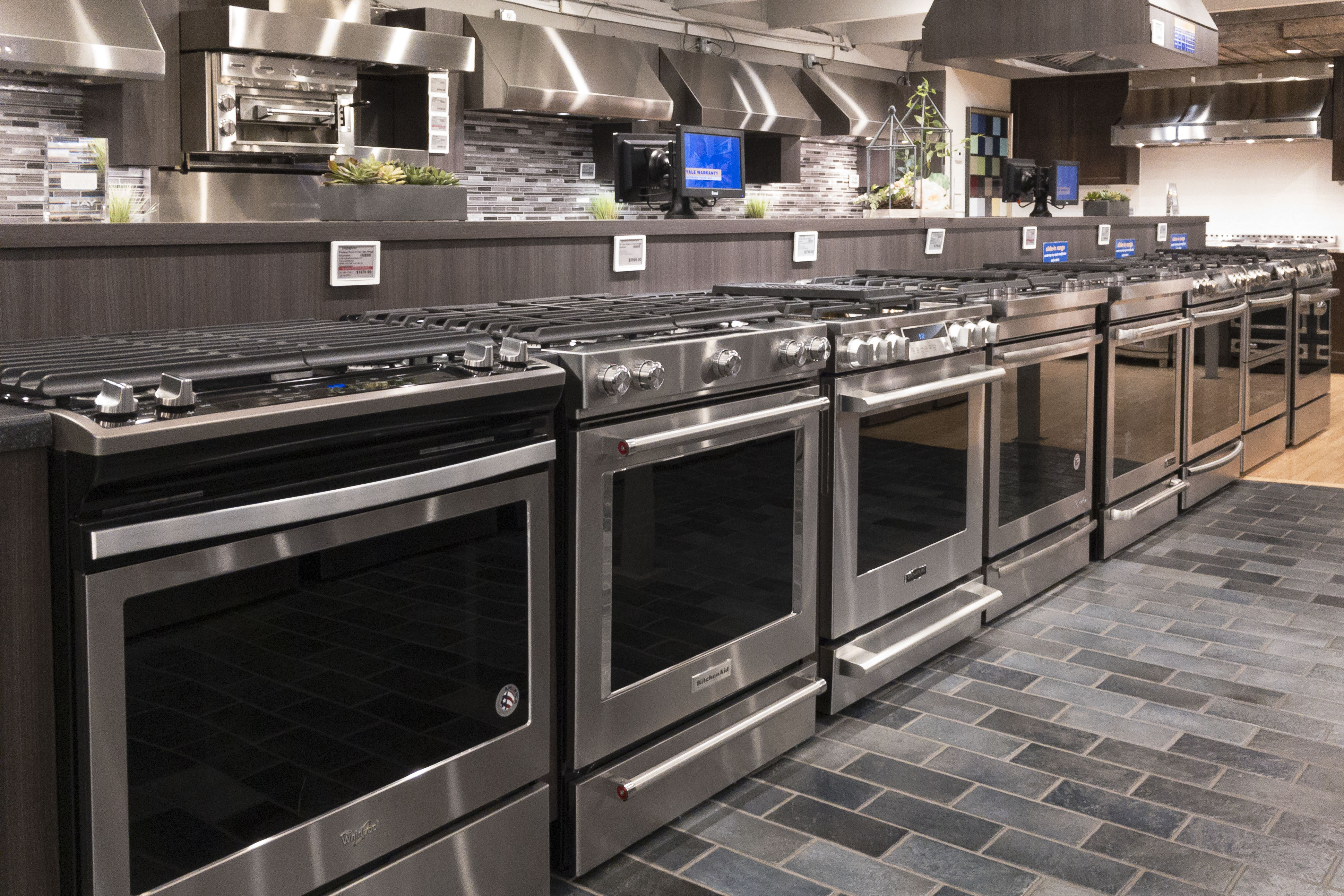 - What's The Difference Between Freestanding And Slide-In Ranges?