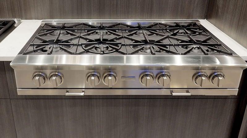 Bluestar-gas-rangetop-at-yale-appliance-in-hanover