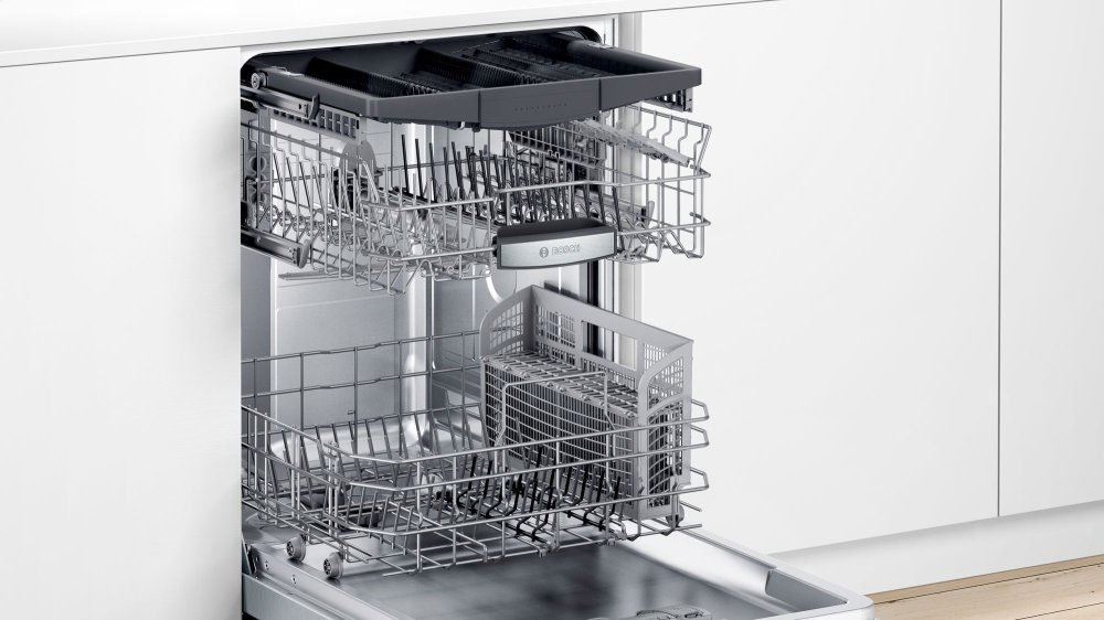 Bosch-500-Series-Dishwasher-SHPM65Z55N-Interior
