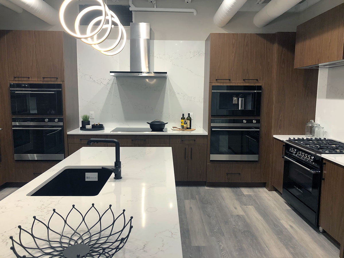 Fisher-&-Paykel-kitchen-with-range,-cooktop,-and-wall-ovens-at-yale-appliance-in-hanover