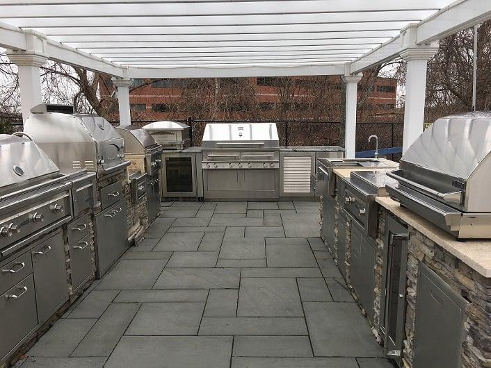BBQ Grill Display - Yale Appliance Framingham