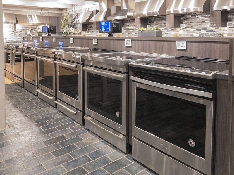 Yale-Appliance-Boston-Showroom-Slide-In-Display