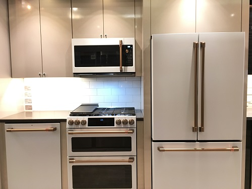 Yale-Appliance-Framingham-Showroom-GE-White-and-Copper-Kitchen-Display