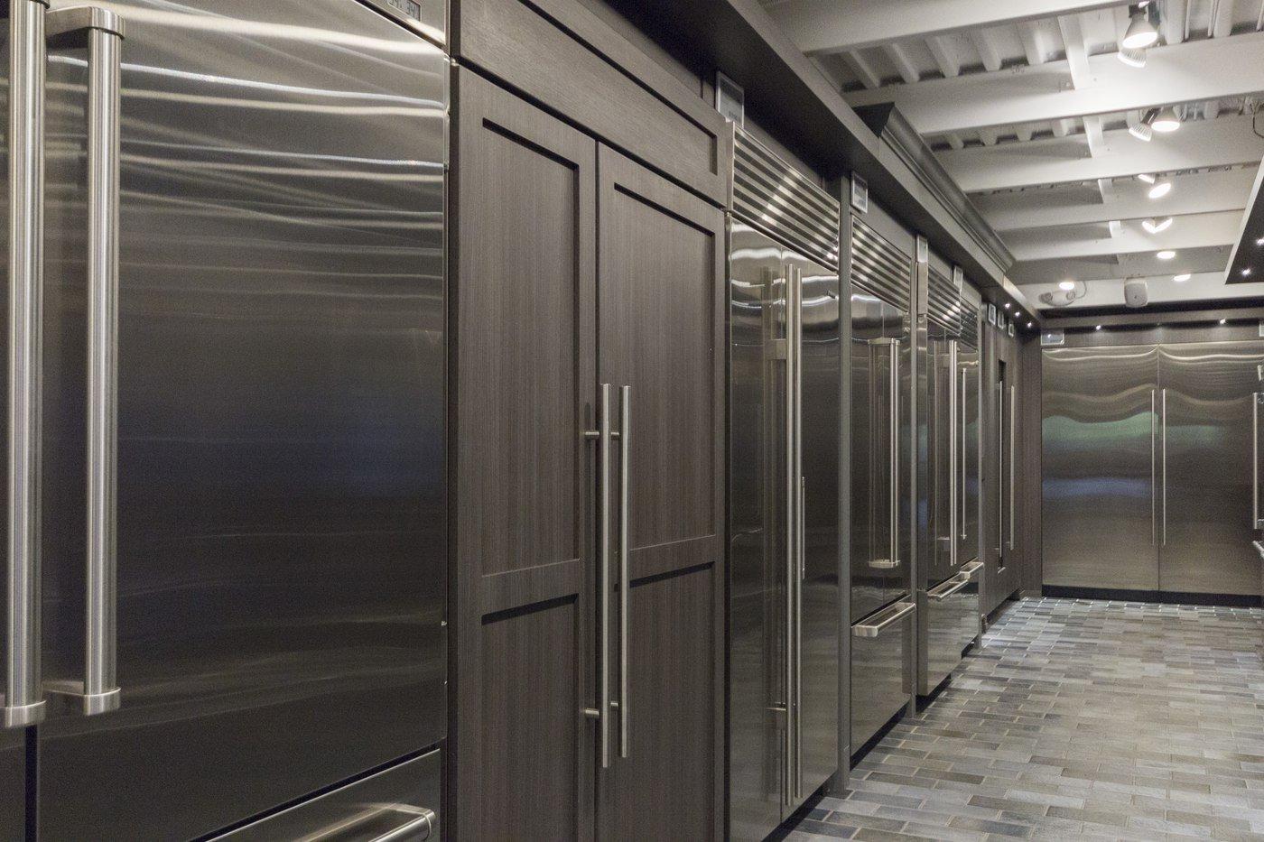 yale appliance large refrigerator display