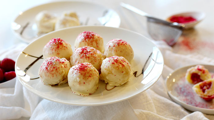 easy-holiday-dessert-white-chocolate-raspberry-truffles-using-convection-range