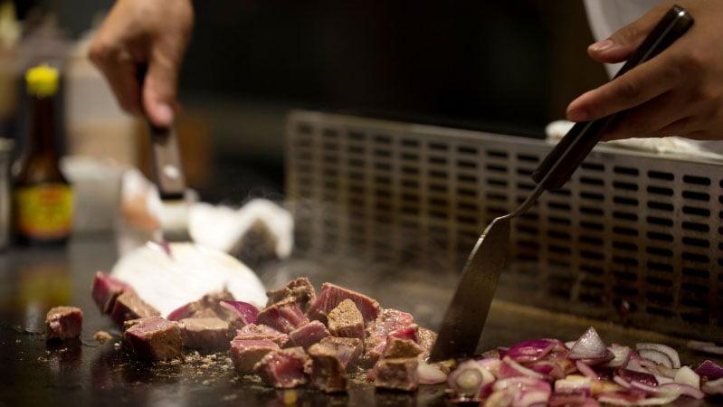 hibachi-entertainment-cooking