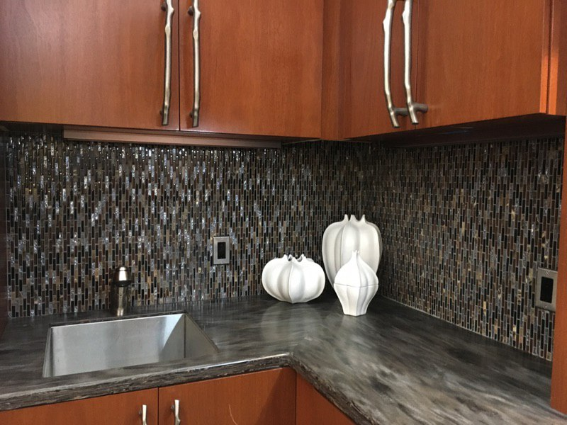 Our Jenn Air Kitchen Display With No Under Cabinet Lighting