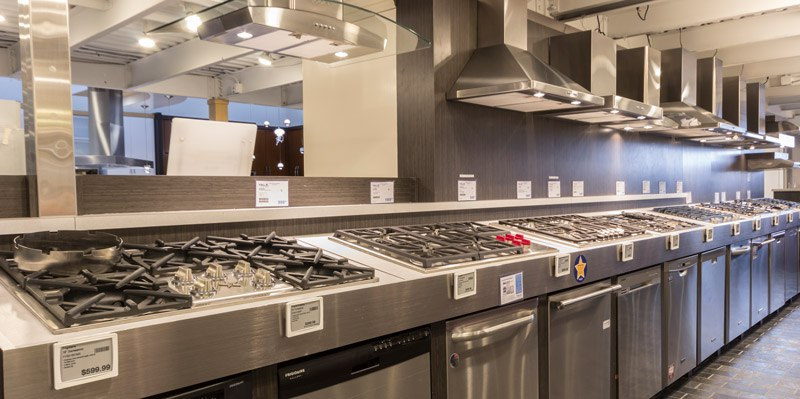 yale-appliance-gas-cooktop-display-featuring-wolf.jpg