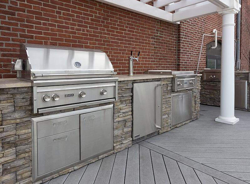 yale-appliance-lynx-pro-grill-display