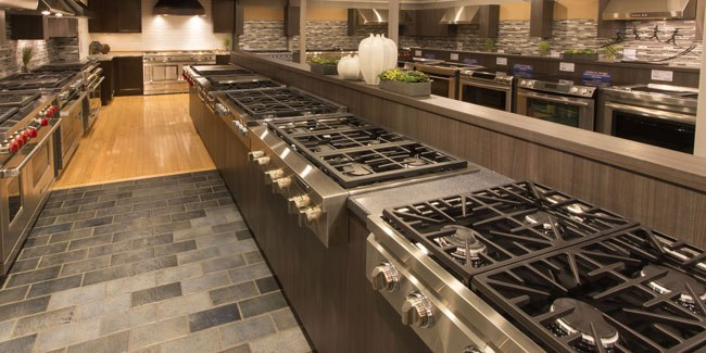 yale-appliance-pro-gas-rangetop-display.jpg