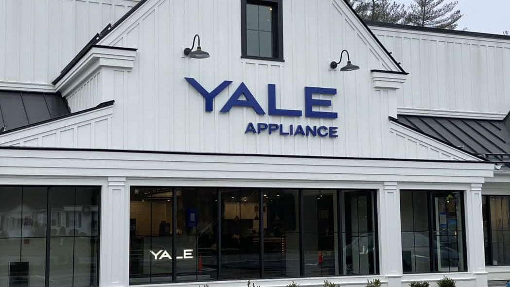 yale-hanover-front-signage-nl