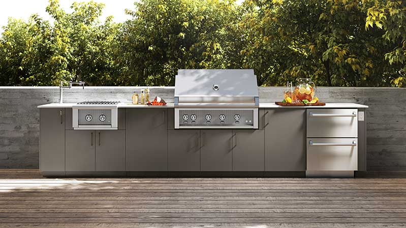 island-urban-bonfire-outdoor-kitchen-with-hestan-grill
