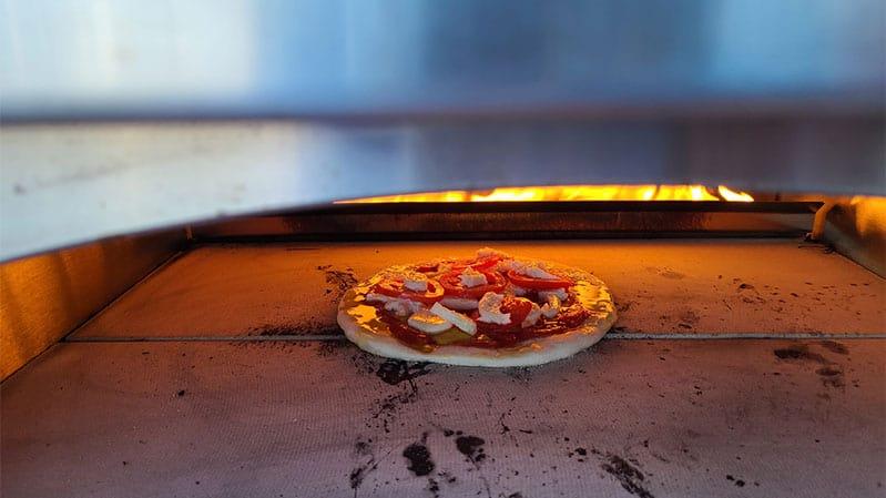 kalamazoo-artisan-pizza-oven-cooking-pizza