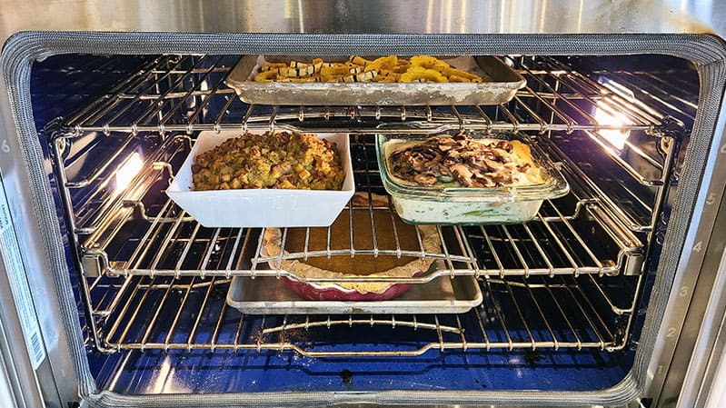multiple-dishes-in-a-convection-oven-at-yale-appliance