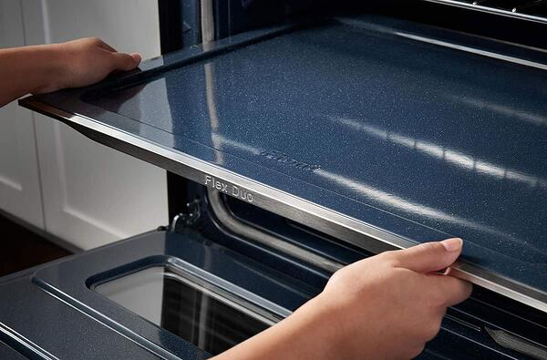 samsung-slide-in-gas-range-with-flex-duo-oven-that-can-be-used-as-a-single-oven (2)