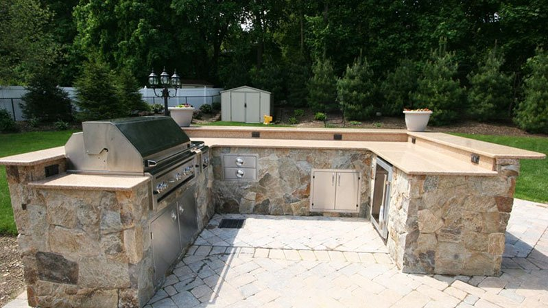 u-shaped-outdoor-built-in-grill-layout