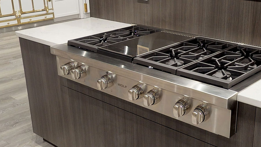 wolf-gas-rangetop-at-yale-appliance-in-hanover