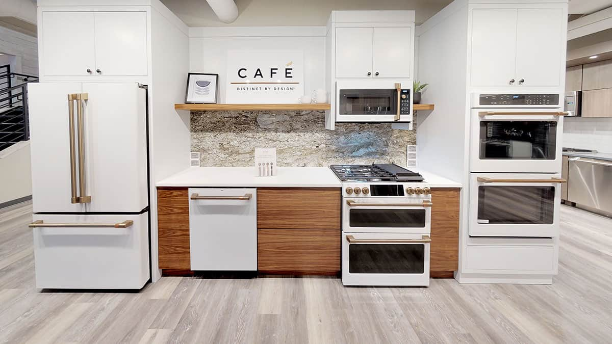 Café Appliances Vs. Thermador Pro Front Control Gas Ranges (Reviews/Ratings/Prices)